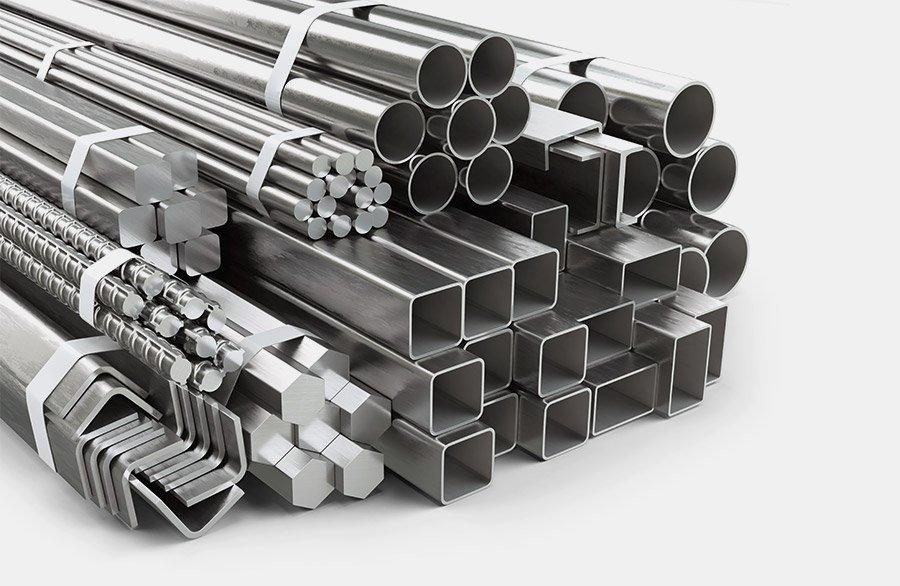Gerendertes Produkteportfolio von diversen Stangen und Rohrprofilen. Armierungseisen, L-Profile oder diverse Vierkant Profile können mit dem Entmagnetiserer RE effizient entmagnetisiert werden.