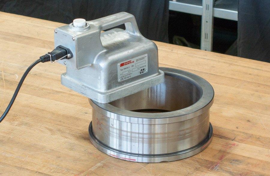 Hochleistungs-Handentmagnetisierer HE2 für die Entmagnetisierung von einzelnen Bauteilen.