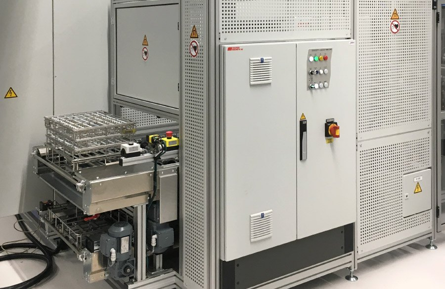Cleaning system with integrated power module DM for fully automatic demagnetization of washing baskets.