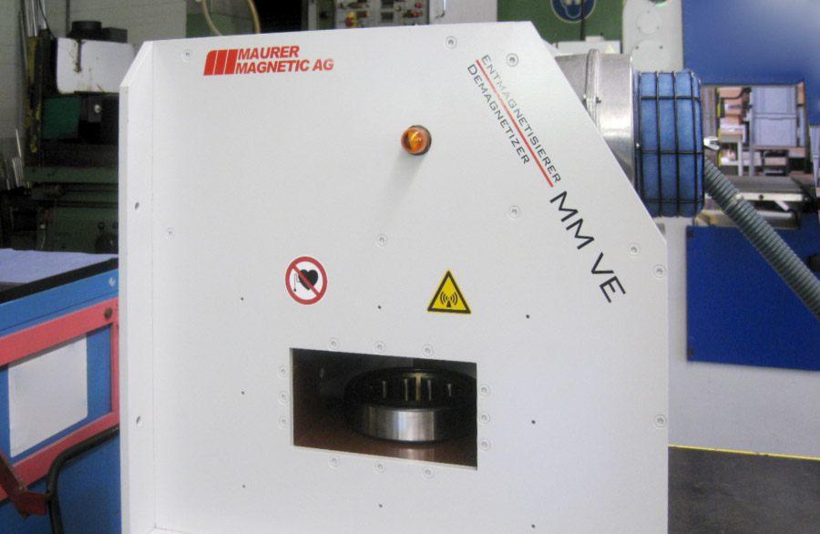 Demagnetiseren van een compleet looplager, zonder binnenring, met een enkele demagnetisatiepuls.